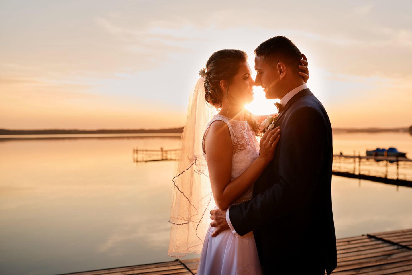 Plener ślubny nad jeziorem fotograf ślubny Gdańsk