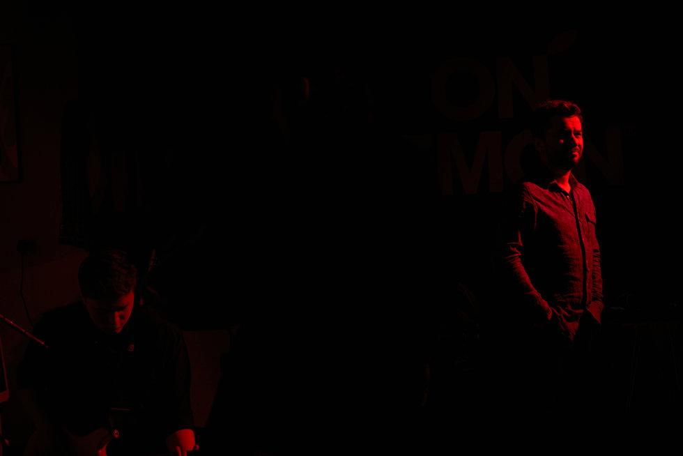 052 Czarne Kwiaty horz