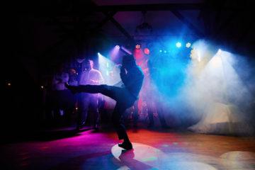 taniec gości oświetlenie dj na wesele