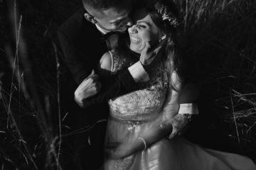 naturalne zdjęcia ślubne sesja plenerowa