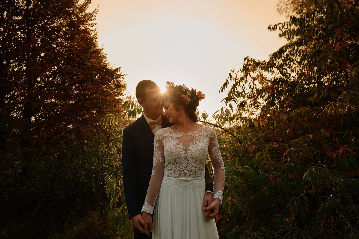 sesja ślubna w ogrodzie boho